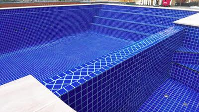 Fully tiled swimming pool Spillway spa steps