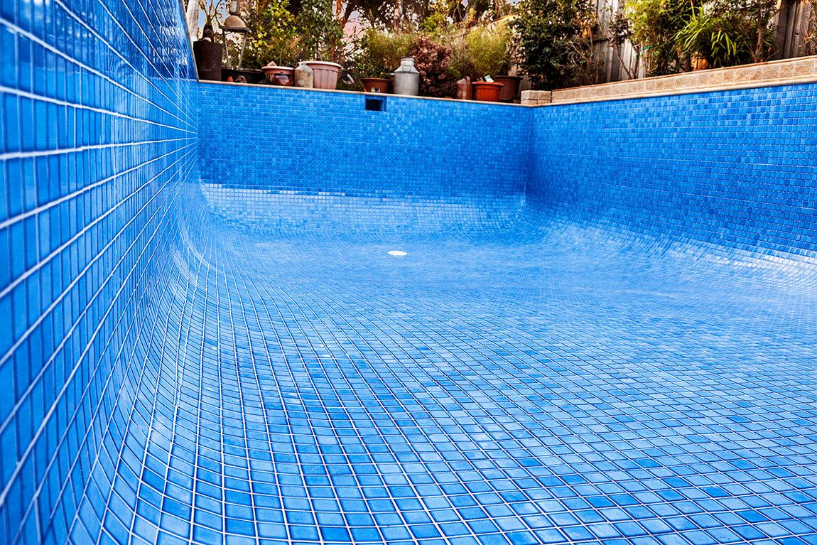 POOL TILER | Pool Tiling Melbourne - Pool Experts Melbourne
